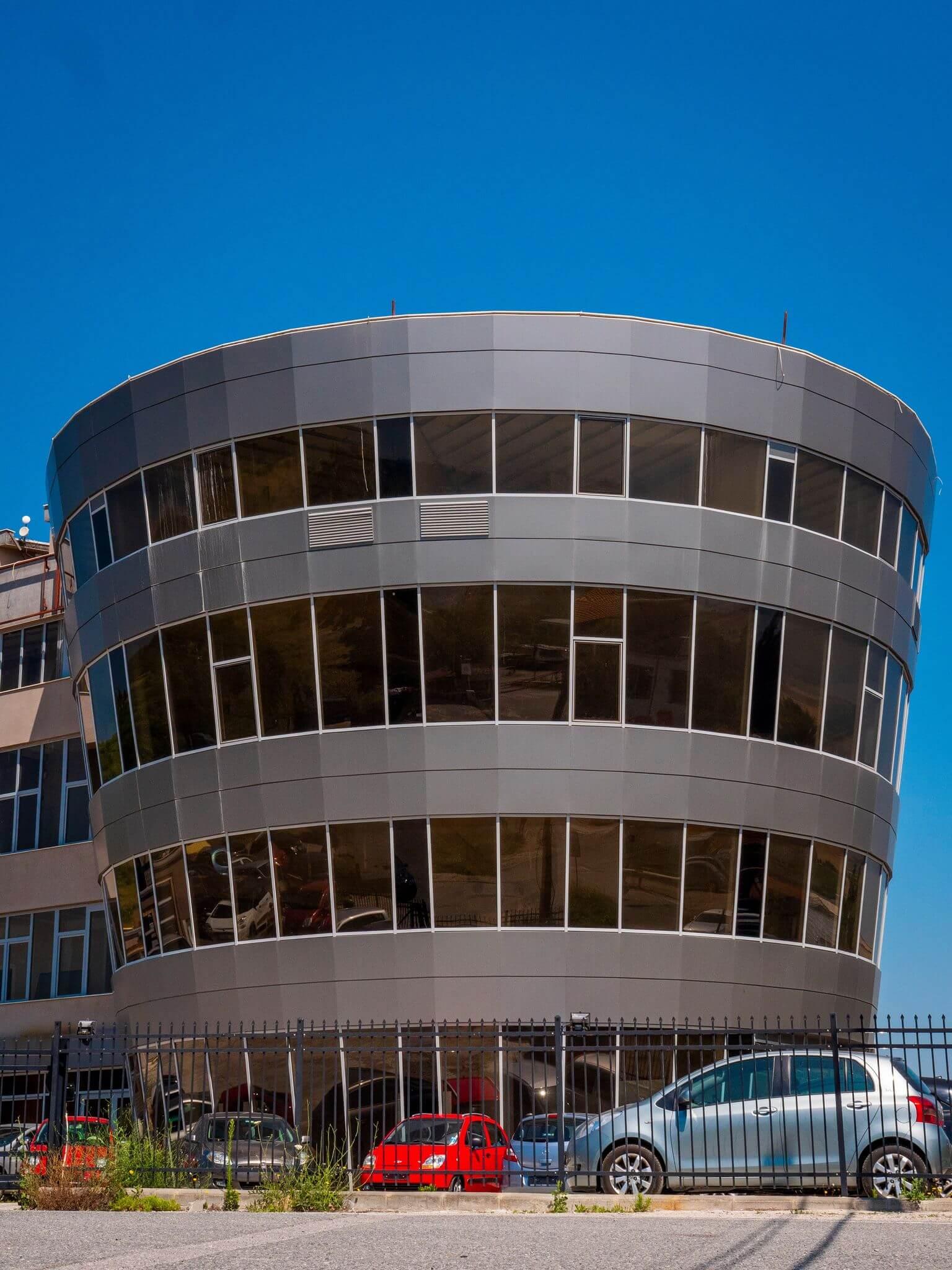 вентилируеми фасади и окачени фасади